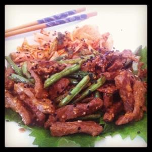 Tirinhas de carne ao perfume oriental